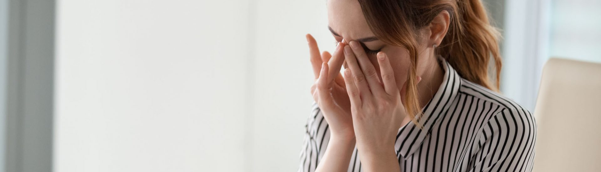 Augenschmerzen: Symptome, Ursachen, Diagnose & Therapie