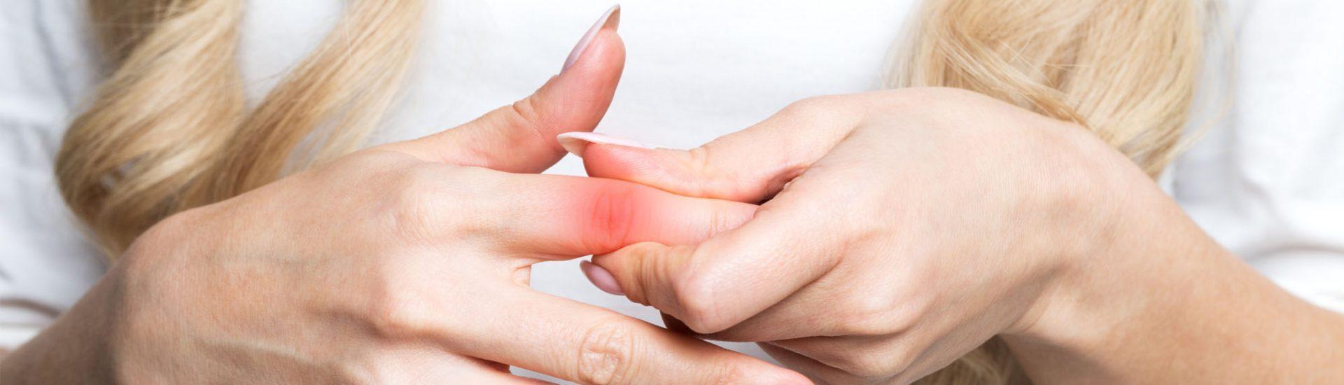 Schmerzen in den Fingergelenken: Symptome, Ursachen, Diagnose & Therapie