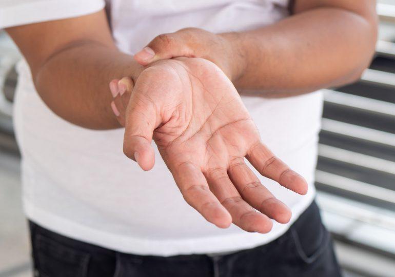 Sehnenscheidenentzündung: Symptome, Ursachen, Diagnose & Behandlung