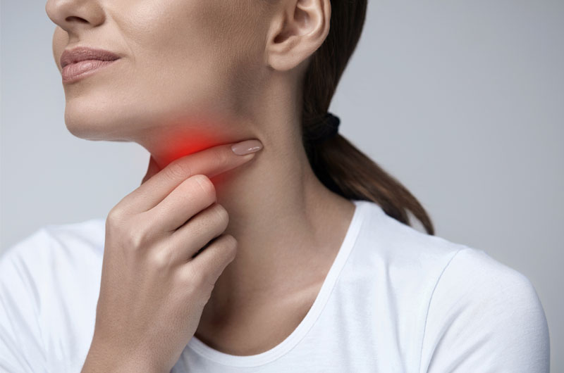 Halsschmerzen: Ursachen, Behandlung & Selbsthilfe
